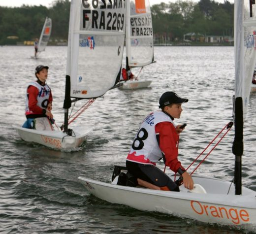 Photo courtesy LVRA/WikipediaThe O'pen Skiff is a boat that kids worldwide love to sail. This regatta, in France, is in light air.